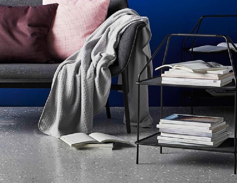 IKEA-YPPERLIG-hay-table-porte-revue-petits-budgets