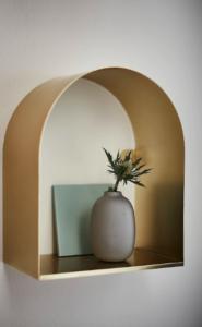 ikea-tossasen-etagere-murale-laiton-dore