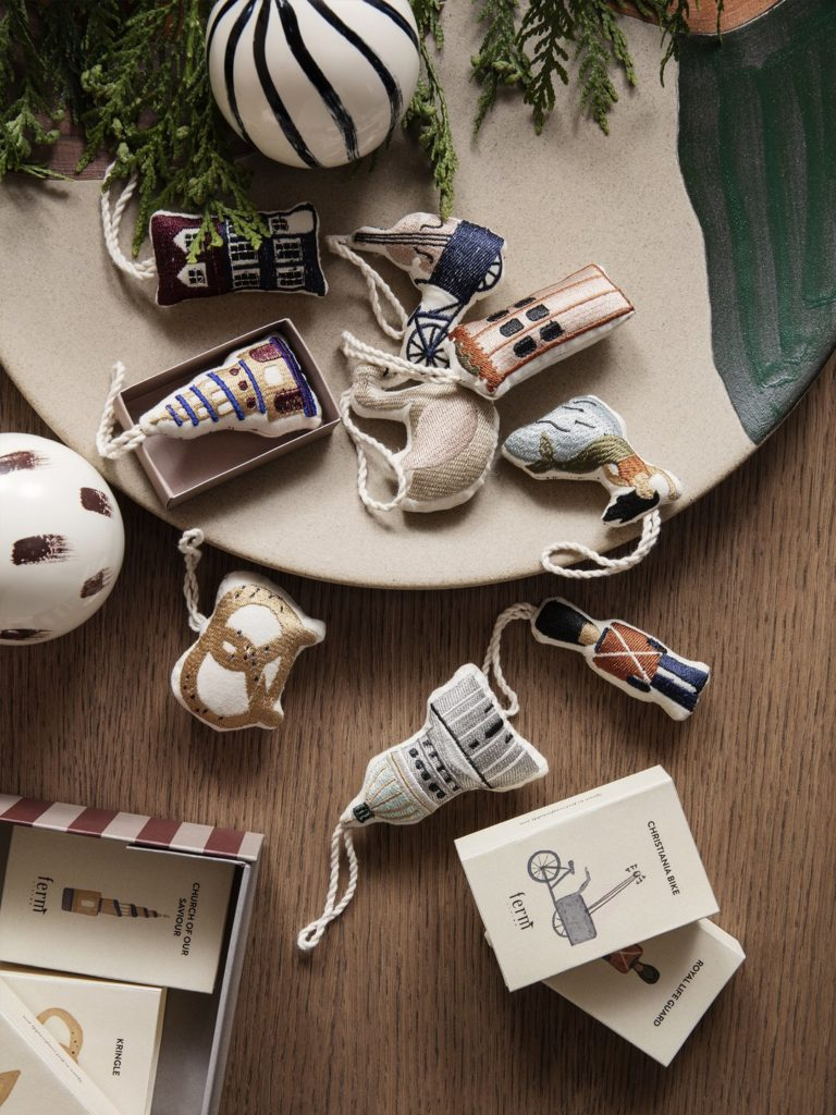 collection-noel-fetes-fermliving-decoration-sapin-crochet-broderie