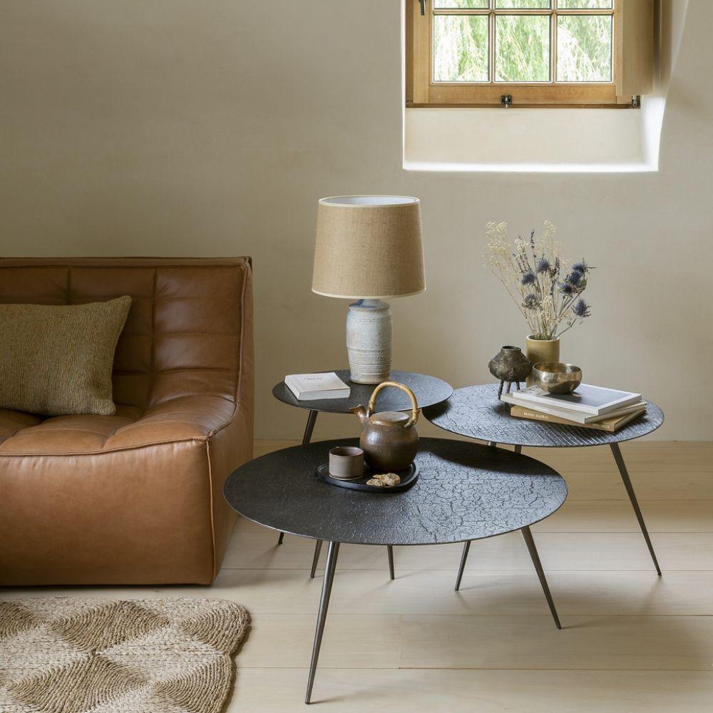 mobilier-scandinave-Ethnicraft-luna-table-basse--avec-plateau-mineral-effet-lave-whiscky-disponible-en-trois-tailles